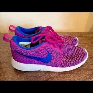 Nike Roshe Athletic tennis shoes magenta blue